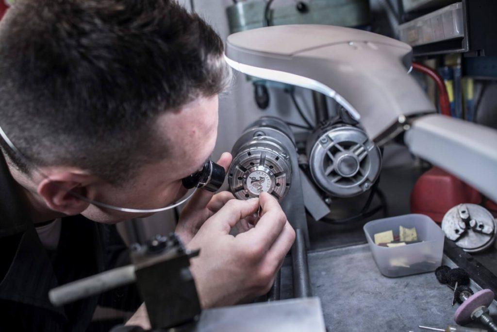 laboratorio mazzucchi riparazione orologi milano (50)